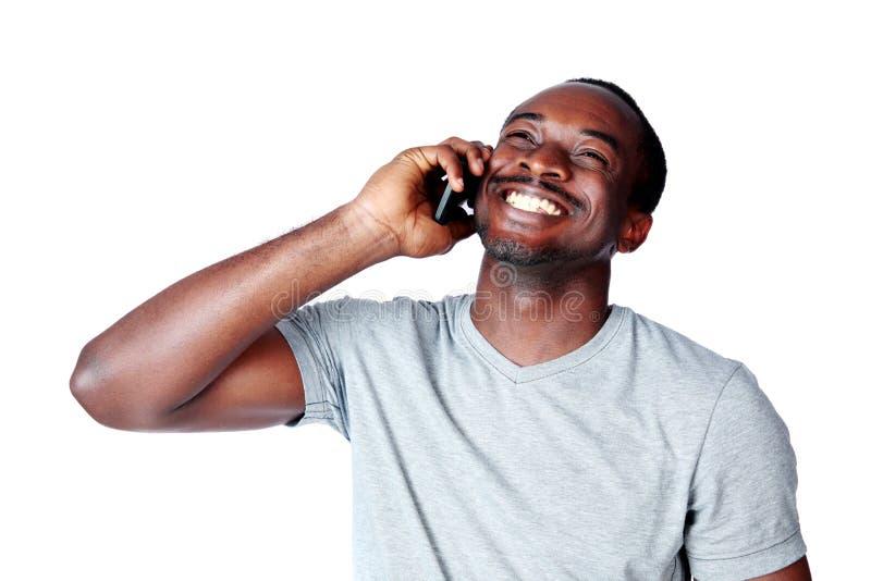 Портрет африканского человека говоря на телефоне стоковая фотография rf