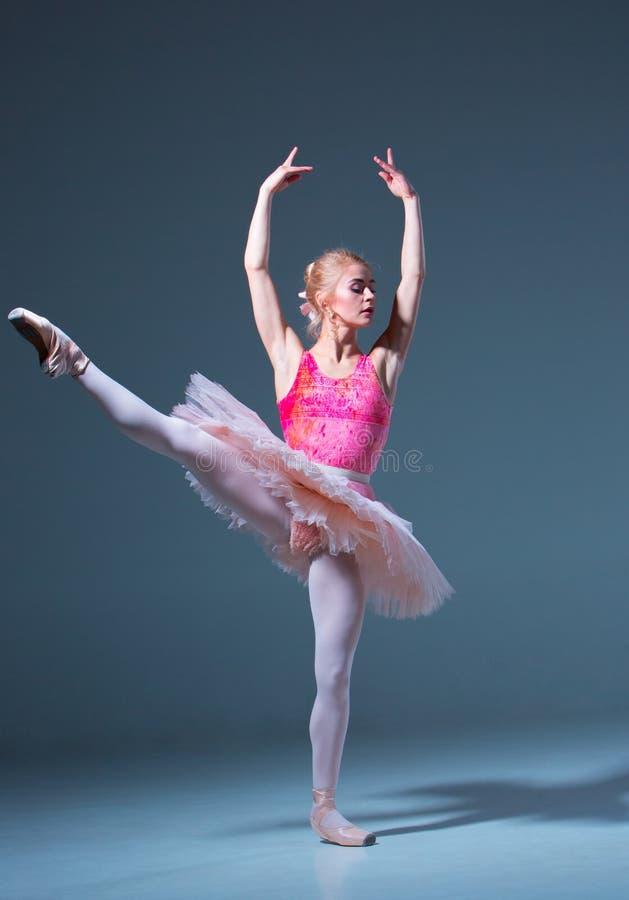 Портрет балерины в представлении балета стоковое изображение rf