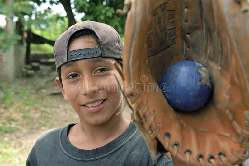 Портрет бейсболиста, мальчик латиноамериканца стоковые фотографии rf