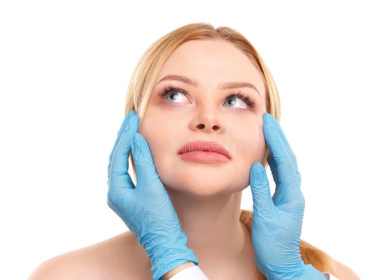 Портрет белокурой женщины изолированной на белой предпосылке, концепции медицины, пластической хирургии стоковые изображения
