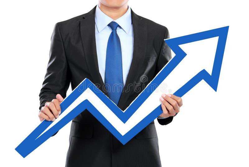 Портрет бизнесмена держа знак стрелки диаграммы стоковое фото