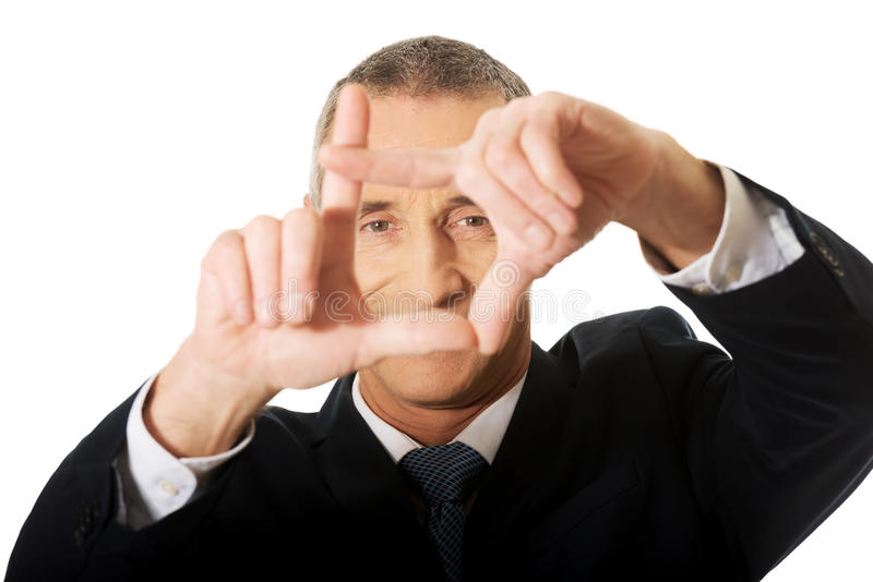 Портрет бизнесмена показывать рамка стоковое фото