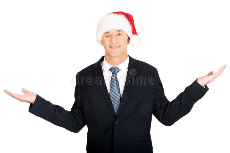 Портрет бизнесмена santa держа copyspace стоковое изображение