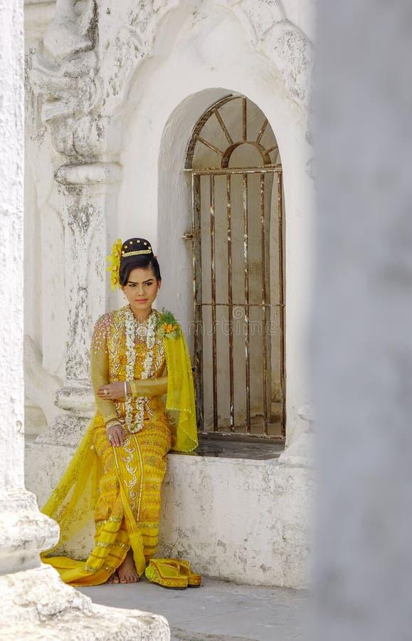 Портрет бирманской женщины стоковые изображения