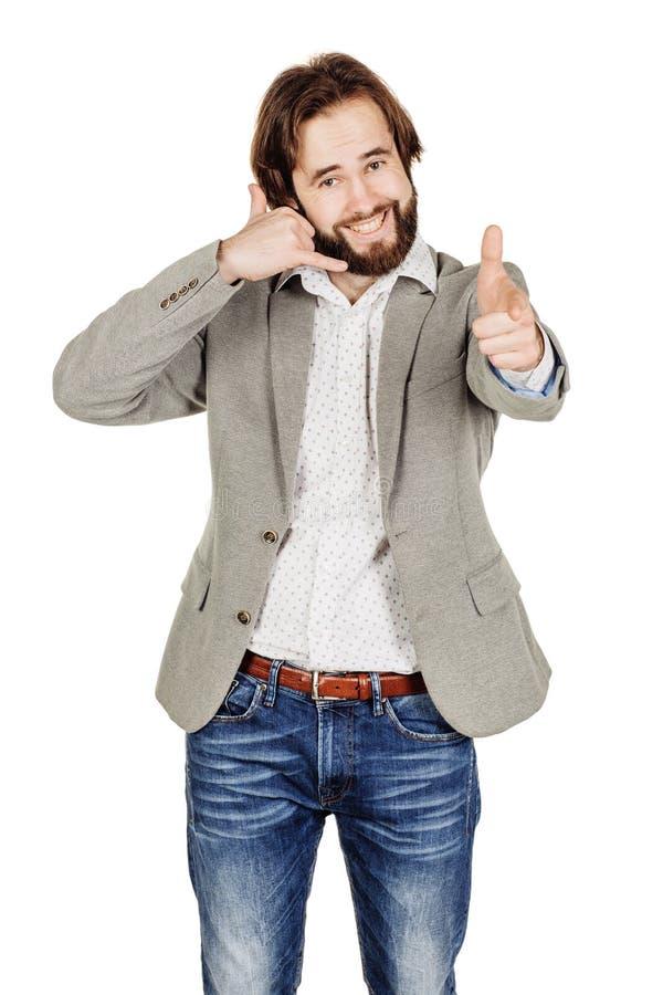 Портрет бородатого положения бизнесмена и делать вызывают меня gest стоковое изображение rf