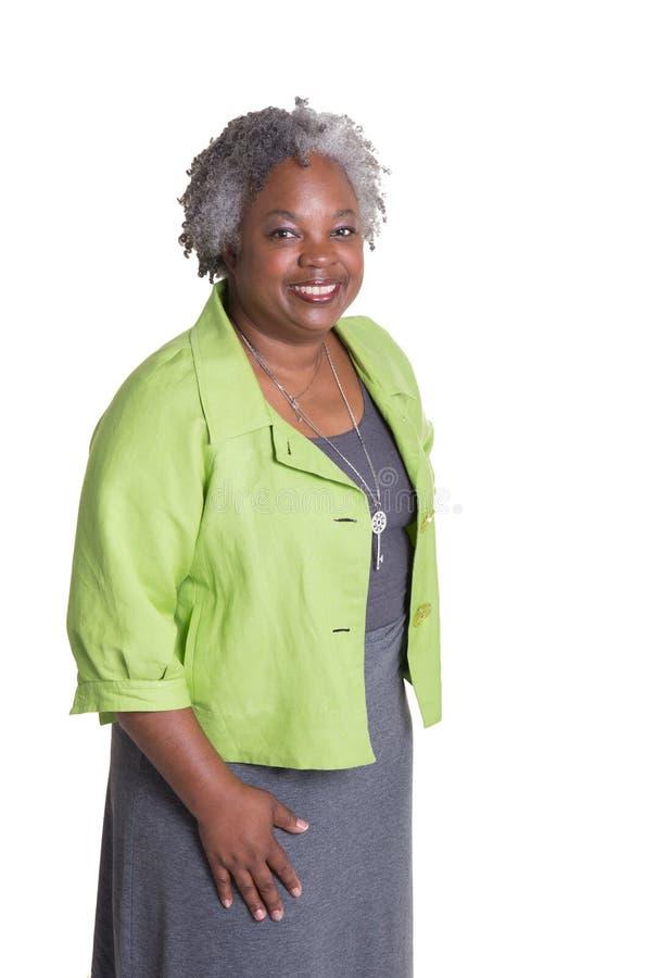Портрет более старой женщины с серыми волосами стоковая фотография rf