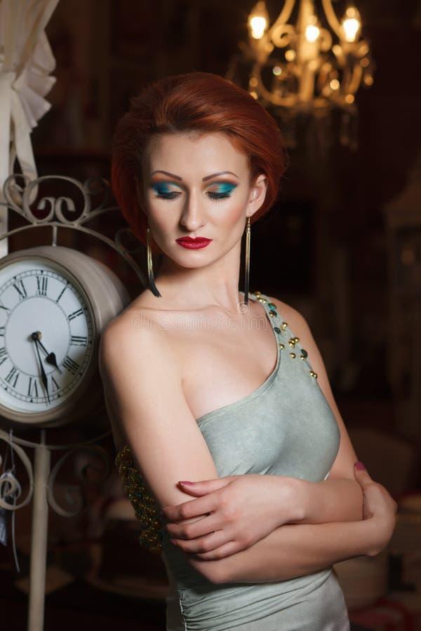 Портрет взрослой молодой женщины стоковые фотографии rf