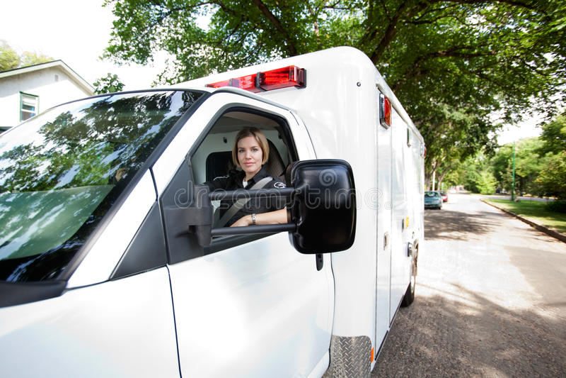 портрет водителя машины скорой помощи стоковое фото rf