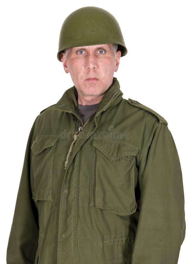 Портрет воинского воина армии в винтажной изолированной форме стоковые фотографии rf