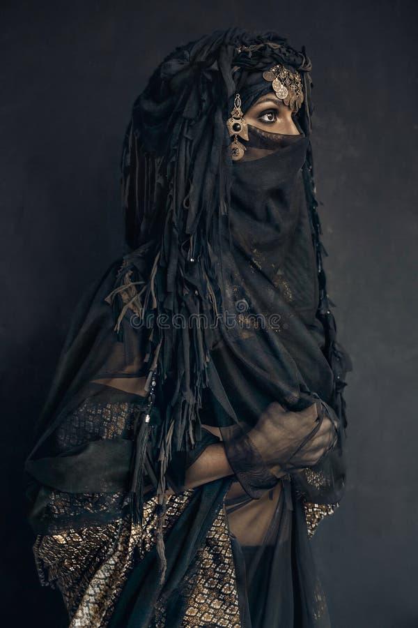 Портрет восточного костюма принцессы женщины схематический стоковые фотографии rf