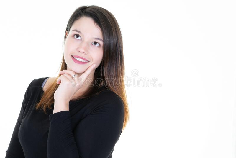 Портрет выглядящей славн милой завораживающей привлекательной winsome прекрасной задумчивой молодой женщины создавая космос экзем стоковая фотография rf
