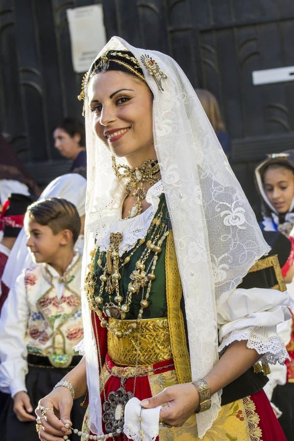 Портрет в традиционном Sardinian костюме стоковые изображения