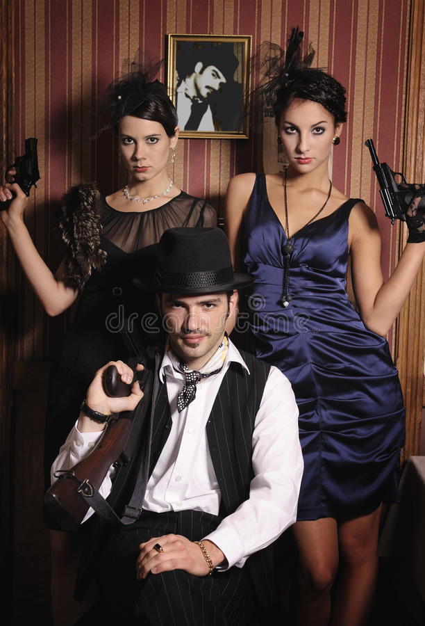 Портрет 3 гангстеров с пушками. стоковое изображение