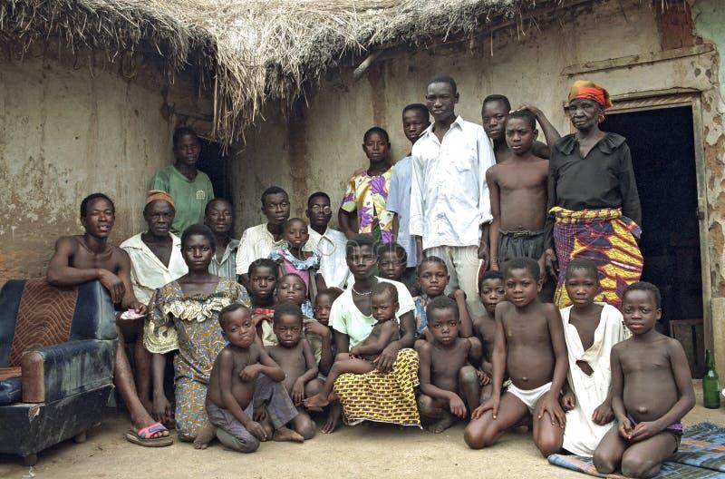 Портрет группы ганской семьи из нескольких поколений стоковая фотография rf