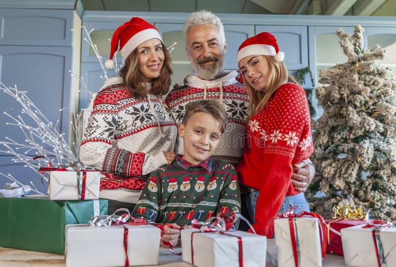 Портрет группы семьи на Рождество стоковая фотография
