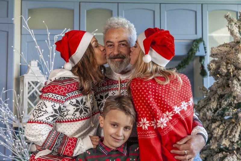 Портрет группы семьи на Рождество стоковые фото