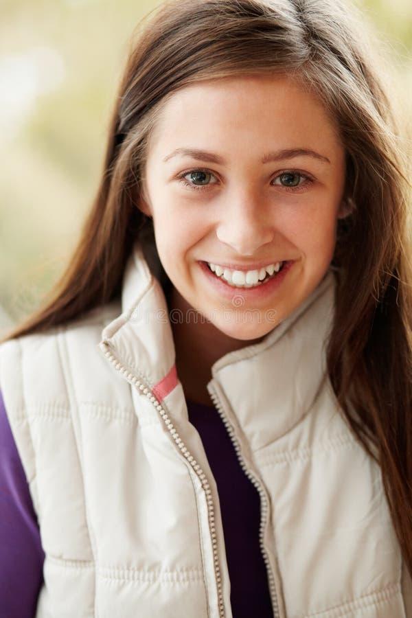 портрет девушки напольный подростковый стоковое изображение rf