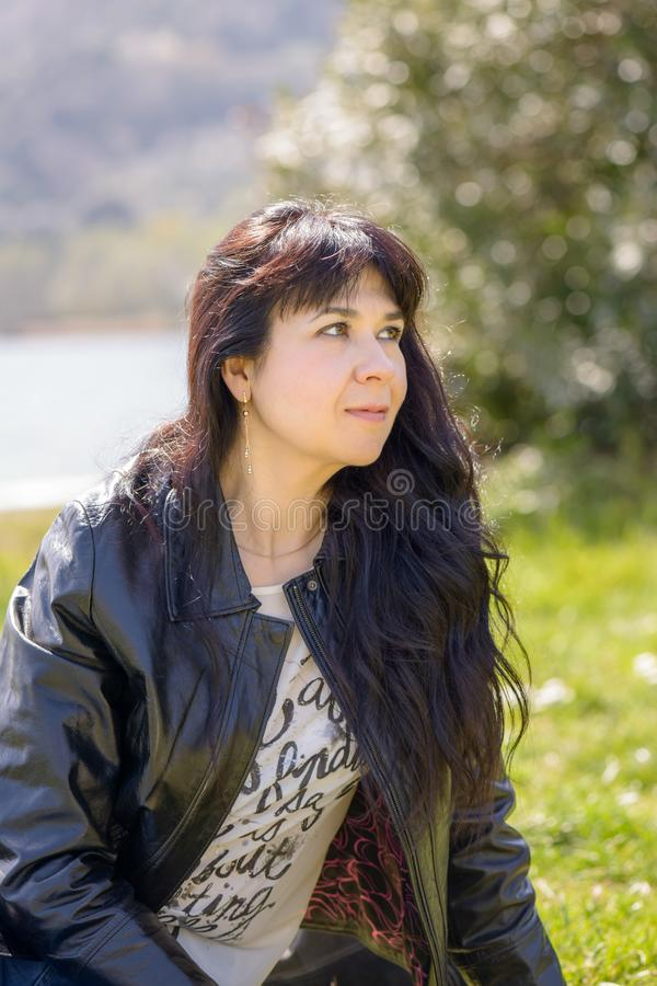 Портрет девушки на озере около Рима стоковые фото