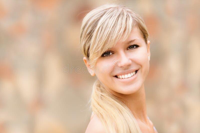 портрет девушки симпатичный стоковая фотография