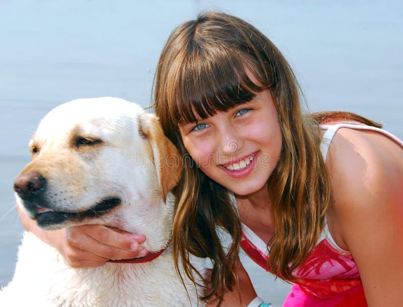 портрет девушки собаки стоковое изображение rf