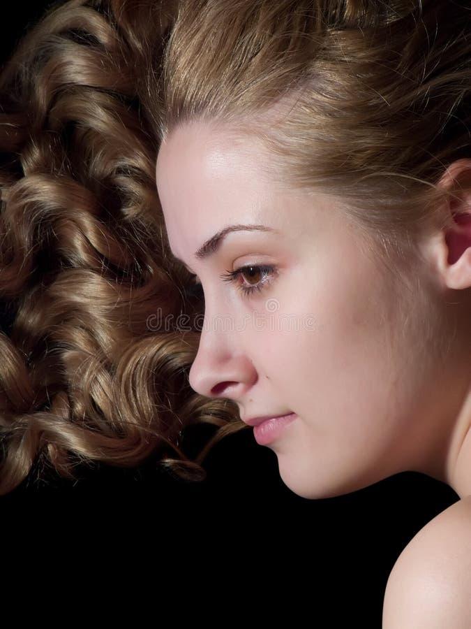 портрет девушки с волосами длинний стоковая фотография rf