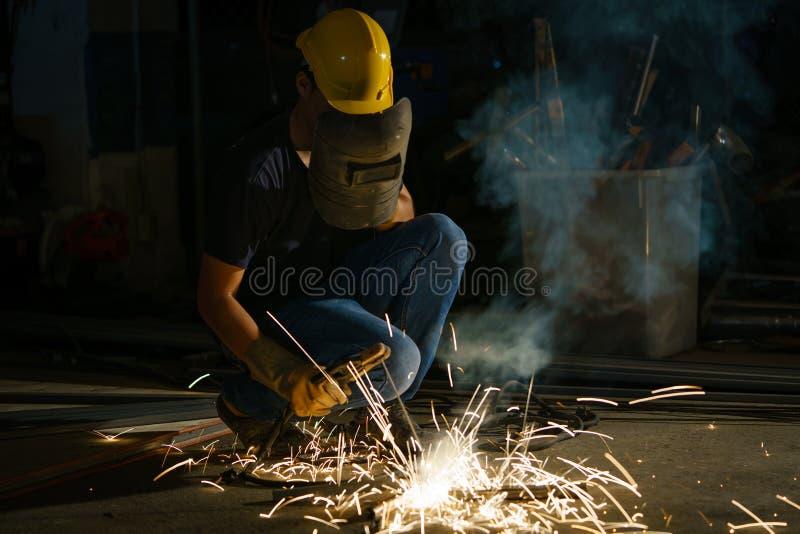 Портрет деятельности сварщика стоковое фото rf