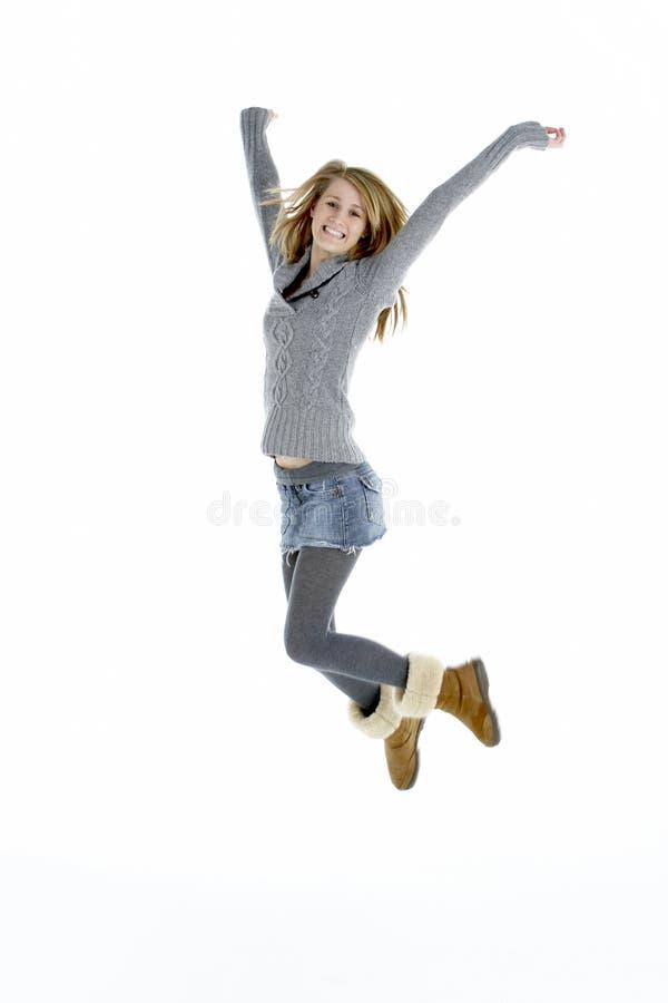 портрет длины полной девушки скача подростковый стоковое изображение rf