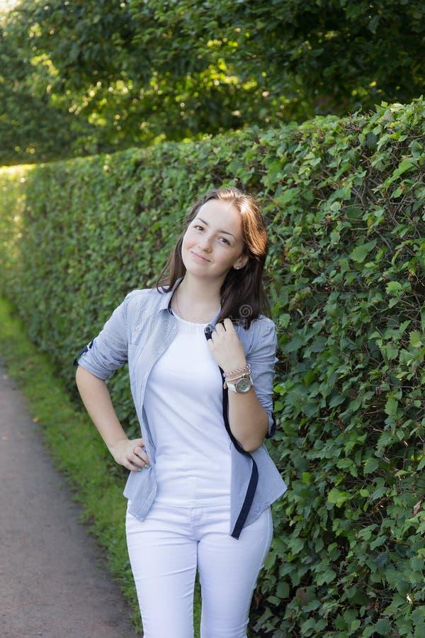 Портрет девочка-подростка стоковые изображения