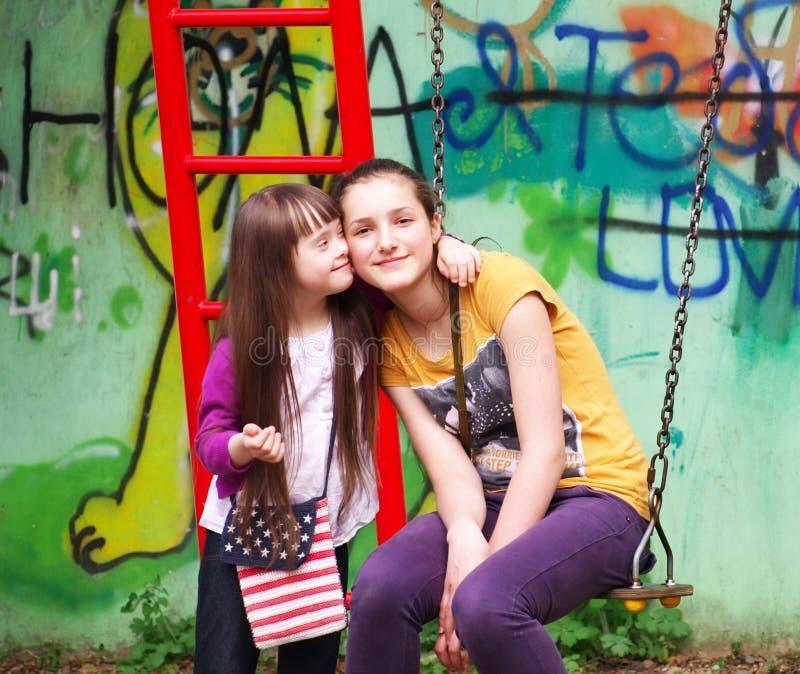 Download Портрет девушек стоковое фото. изображение насчитывающей счастливо - 33728338