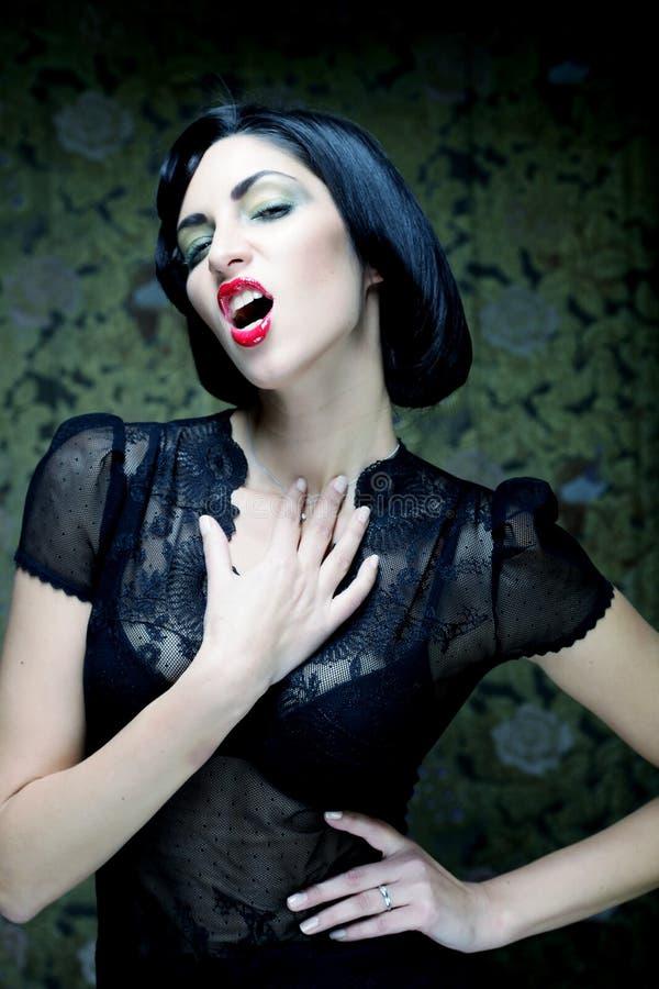 Портрет девушки искусства способа Стиль Vamp Женщина вампира очарования стоковые фотографии rf