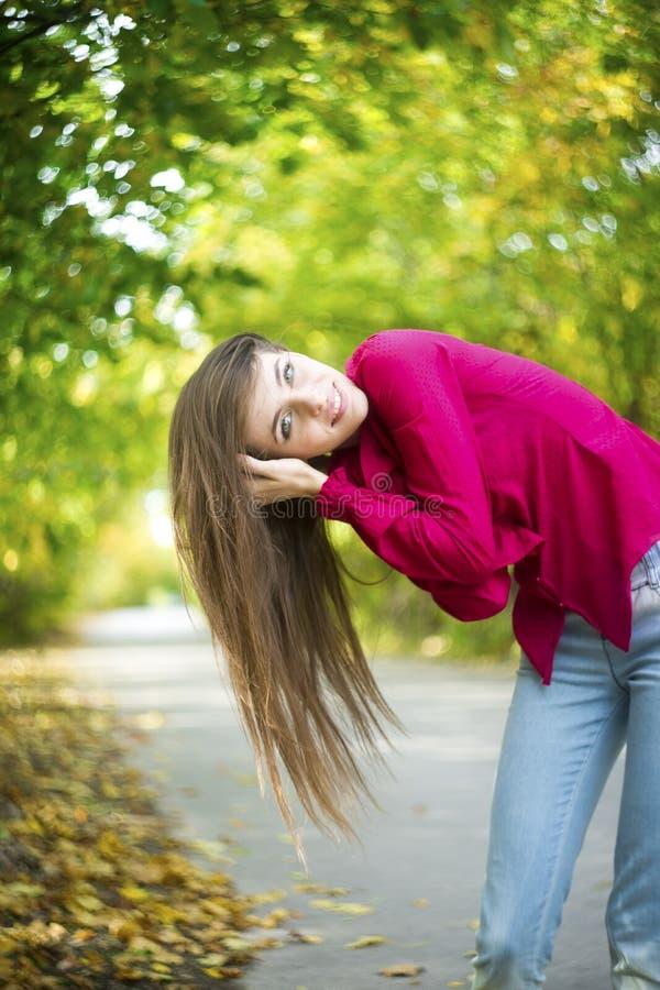 Download Портрет девушки красоты лета Стоковое Изображение - изображение насчитывающей волосы, счастливо: 41662569