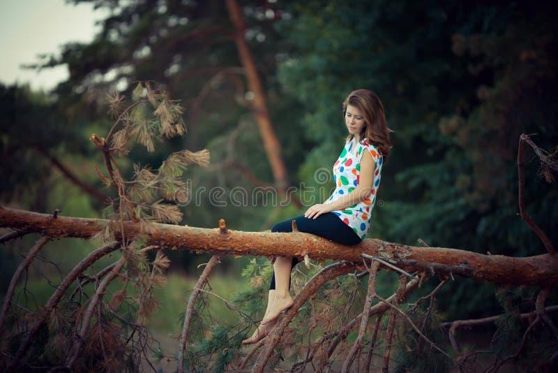 портрет девушки напольный стоковая фотография rf