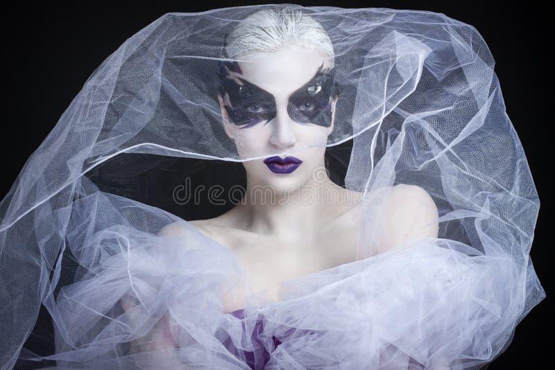 Портрет девушки с творческим составом стоковое фото