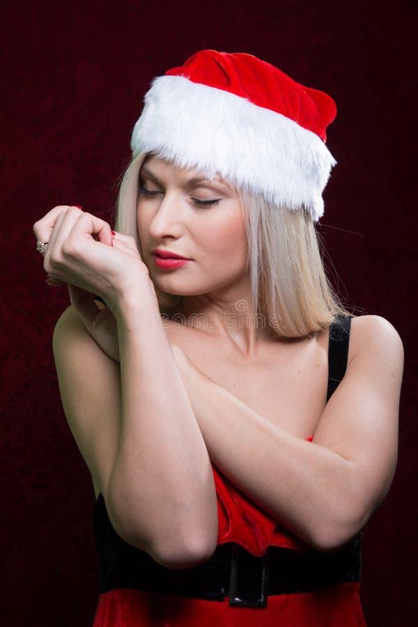 Портрет девушки santa с закрытыми глазами стоковое изображение rf