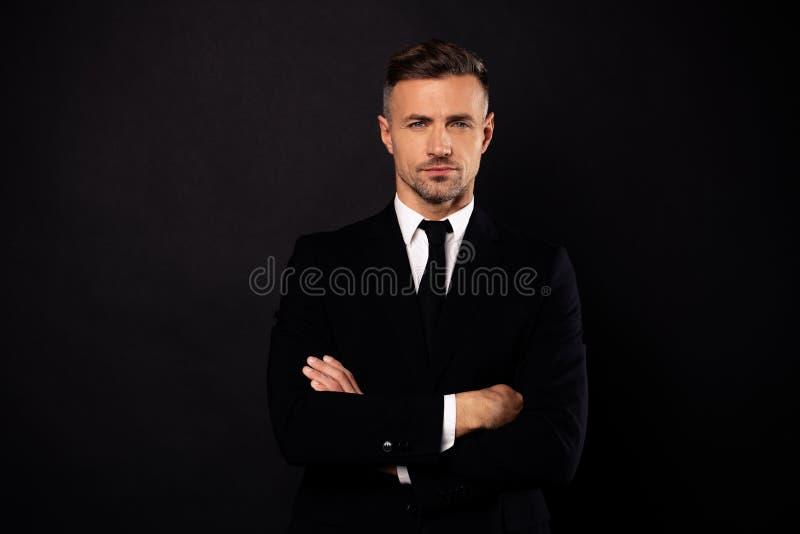 Портрет его он специалист акулы юриста юриста экономиста директора выглядящего славн привлекательного шикарного парня содержания  стоковая фотография rf