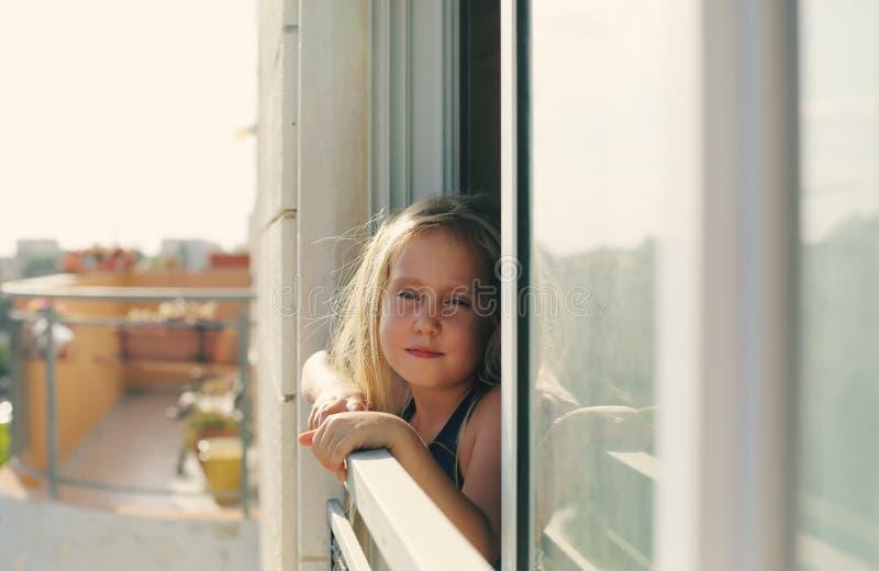 Портрет 5 лет старой девушки стоковые фото