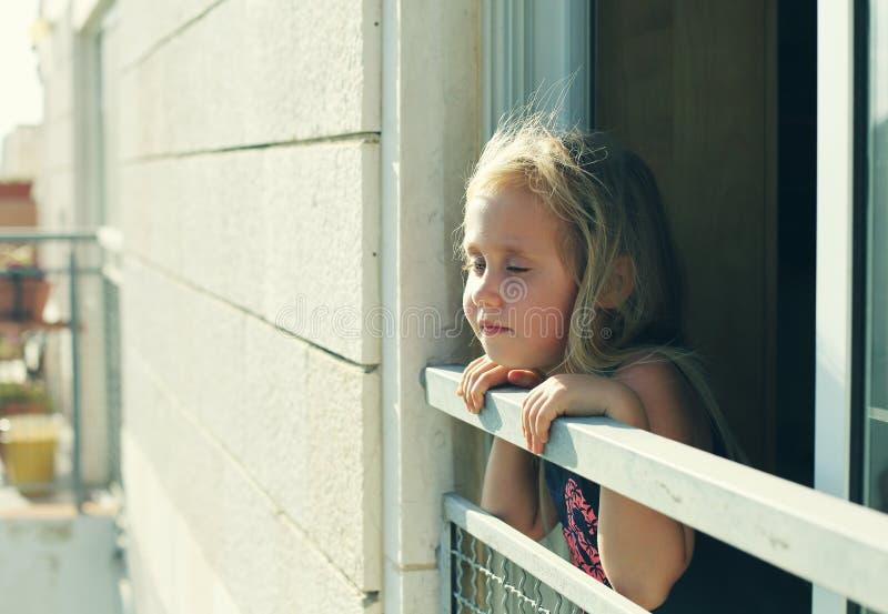 Портрет 5 лет старой девушки стоковая фотография