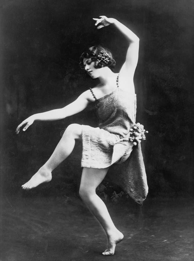 Портрет женский современный выполнять танцора (все показанные люди более длинные живущие и никакое имущество не существует Гарант стоковое изображение