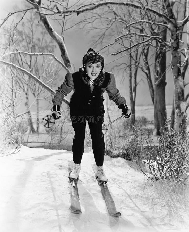 Портрет женского лыжника (все показанные люди более длинные живущие и никакое имущество не существует Гарантии поставщика что там стоковые фото