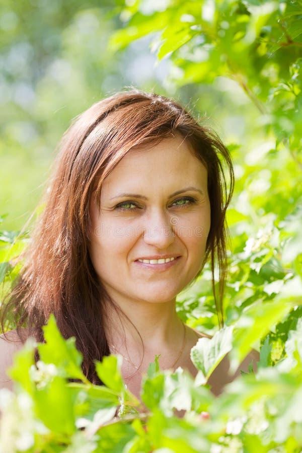 Портрет женщины весной стоковые фото