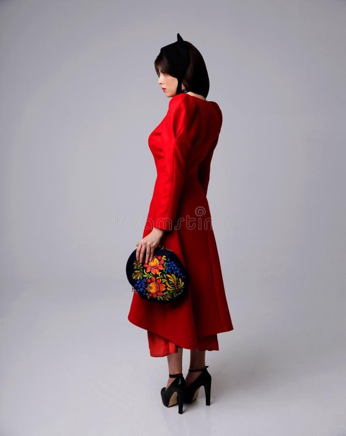 Портрет женщины в красном платье стоковая фотография rf