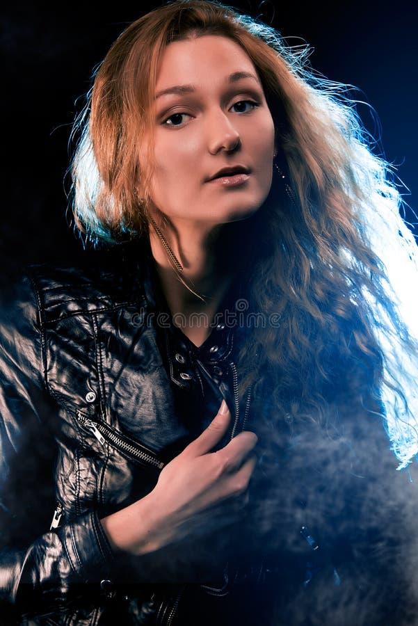 Портрет женщины в фаре стоковая фотография