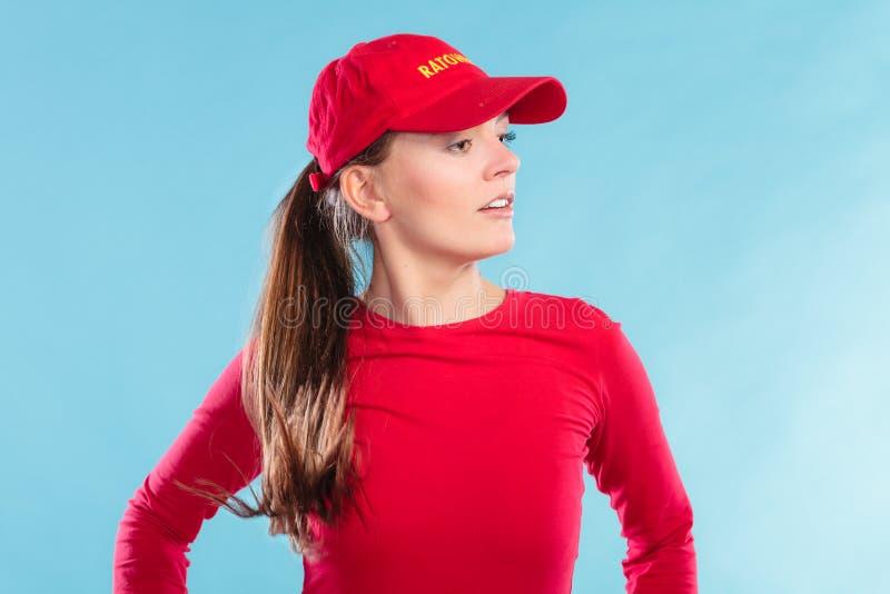 Портрет женщины личной охраны в красной крышке стоковые изображения rf