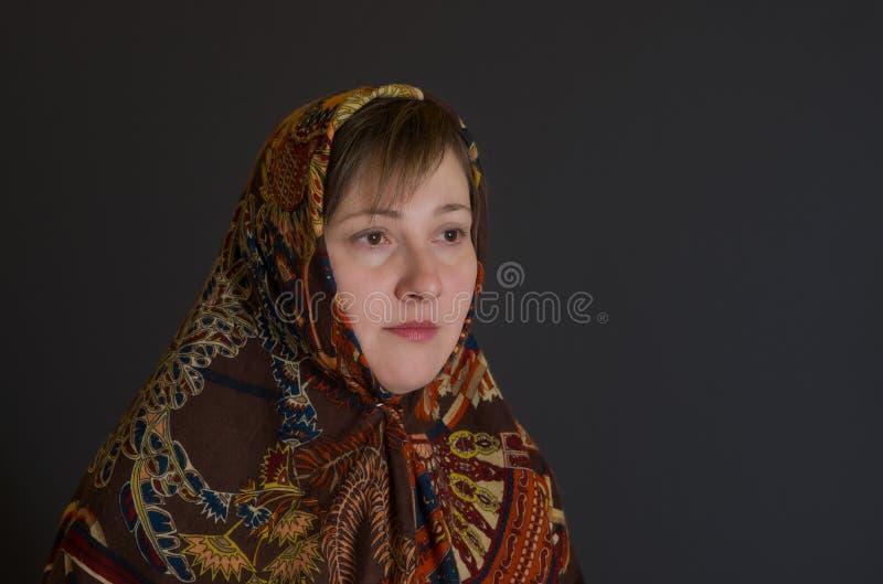 Портрет женщины красивого кавказца зрелой стоковые фото