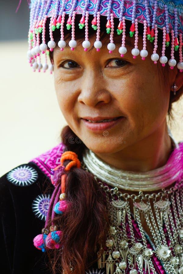 Портрет женщины племени холма стоковое изображение