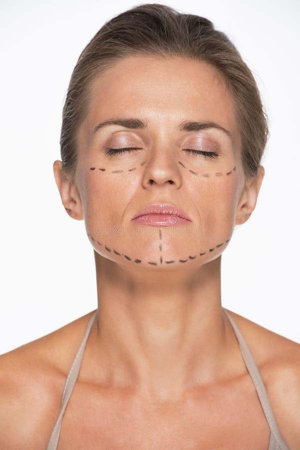 Download Портрет женщины с метками пластической хирургии на стороне Стоковое Фото - изображение насчитывающей воздушной, портрет: 33732622
