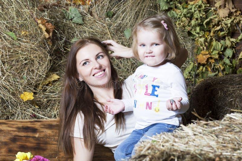Портрет женщины с ребенком стоковое изображение