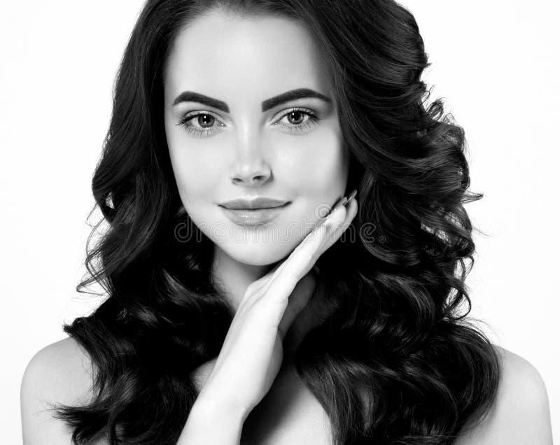Портрет женщины черно-белый стоковое изображение