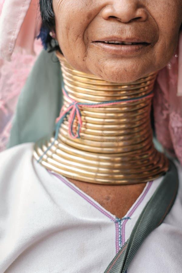 Портрет женщины шеи Карена длинной от Мьянмы стоковое фото rf