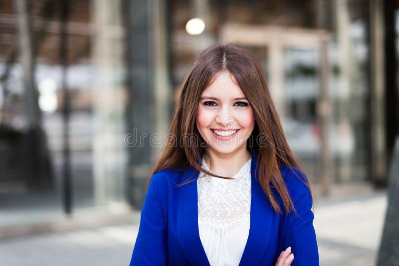 Download Портрет женщины стоковое изображение. изображение насчитывающей профессионал - 37928931